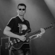 coverband-limburg-bassist-Michel-Miesj